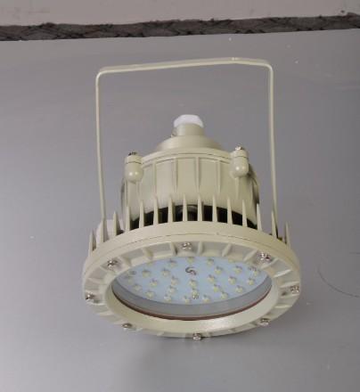 SW7150 偏暖色调 LED节能泛光灯