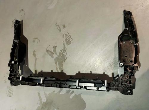 阿斯顿马丁水箱框架 节气门 刹车片